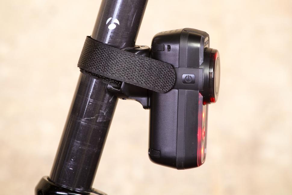 Cycliq Fly6 Hd Camera and Rear light - side 2.jpg