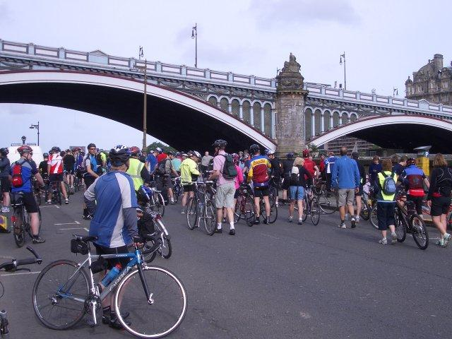 Cyclists_and_the_North_Bridge_-_geograph.org_.uk_-_859917