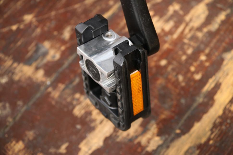Dahon Qix D8 - pedal fodled.jpg