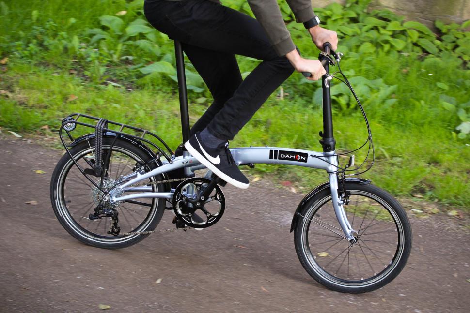 Dahon Qix D8 - riding 1.jpg