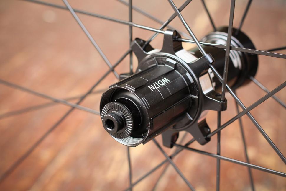 Deda Elementi SL38 Carbon Clincher Team Wheels - rear hub 2.jpg