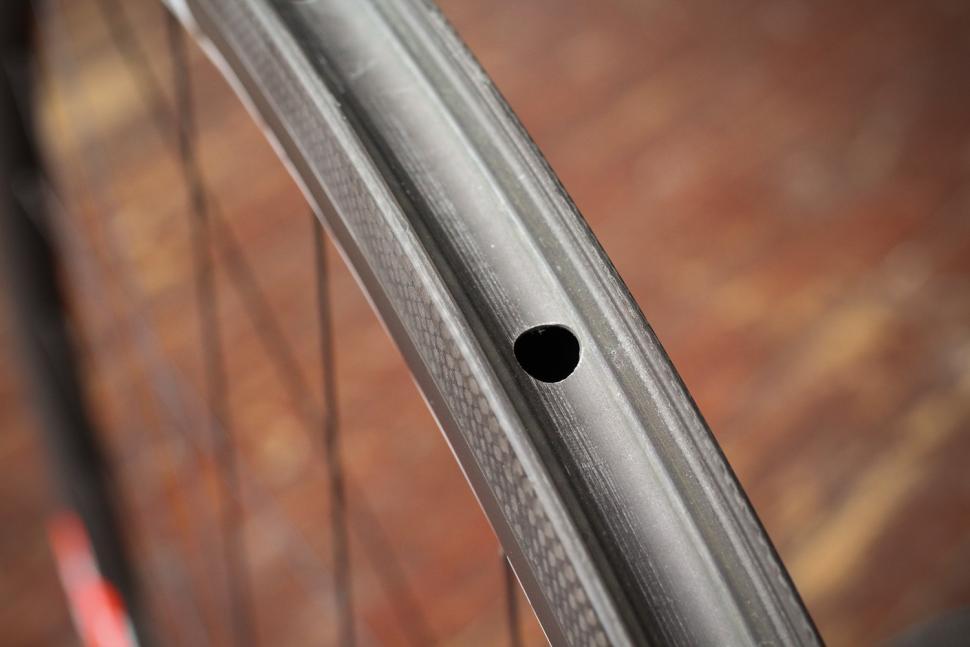Deda Elementi SL38 Carbon Clincher Team Wheels - rim bed.jpg