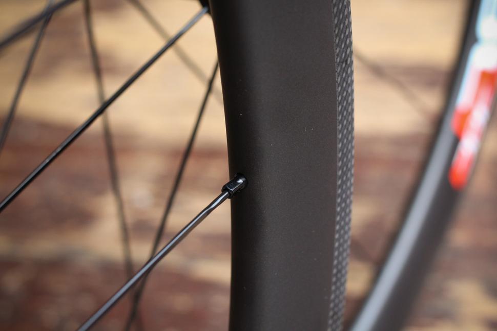 Deda Elementi SL38 Carbon Clincher Team Wheels - spoke nipple.jpg