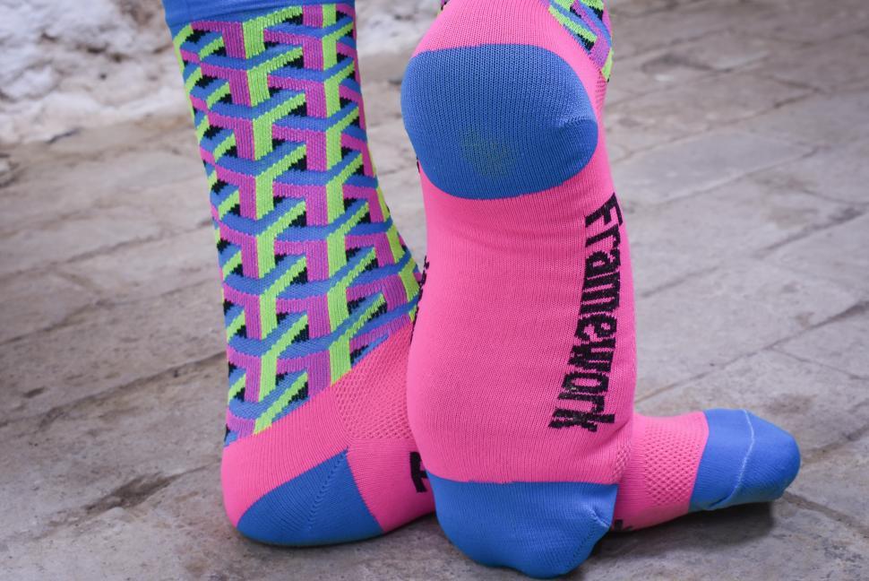 Defeet Aireator Frame Work Pink socks-2.jpg