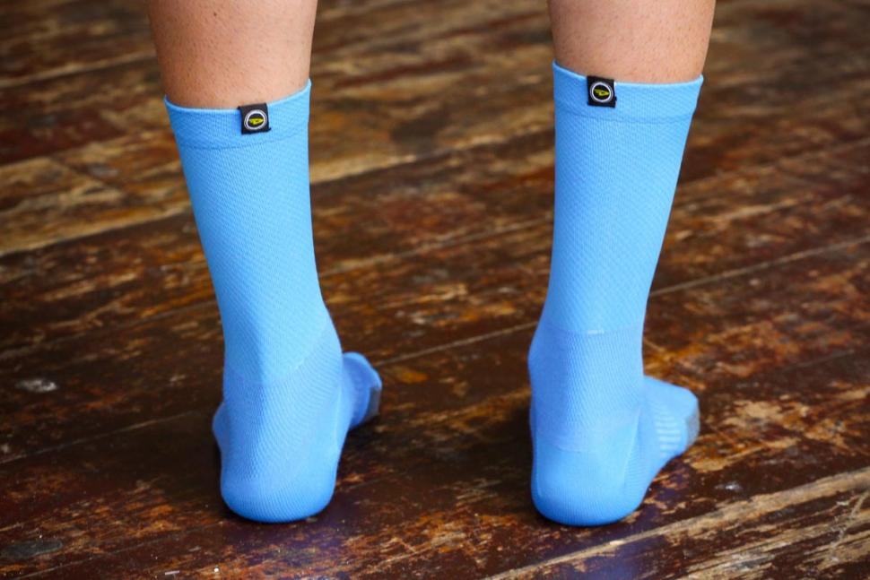 DeFeet Cyclismo Defeet Tab Socks - ankles.jpg