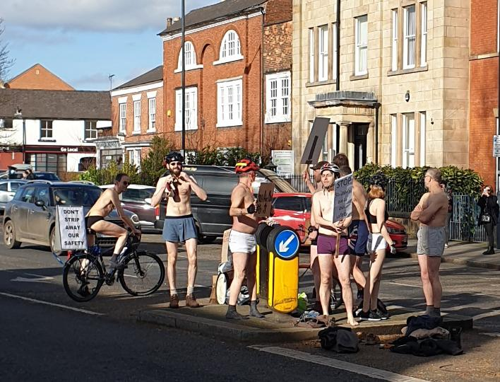 Derby Cyclists Group protest (picture via Chris Williamson MP on Twitter).PNG