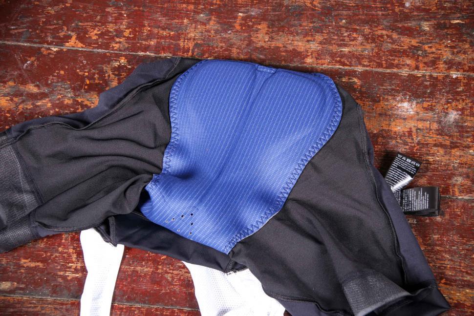 dhb Aeron Equinox bib Shorts - chamois.jpg