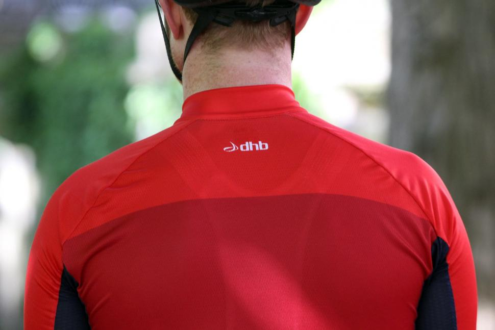 dhb Aeron jersey - shoulders.jpg