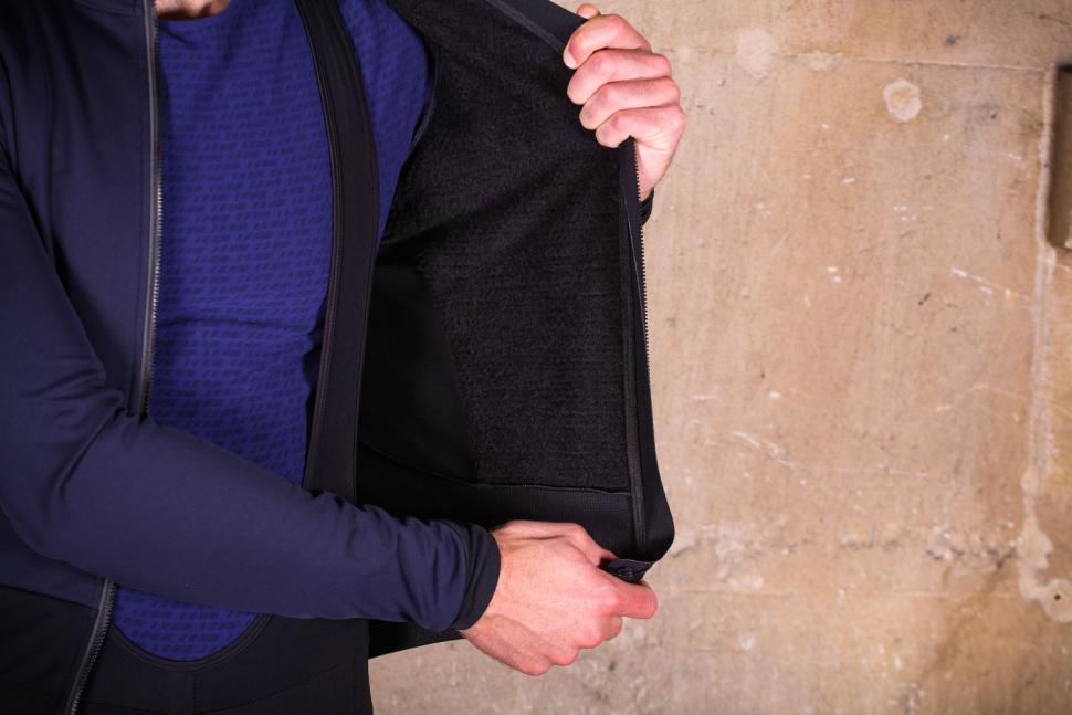 dhb Aeron Lab All Winter Soft Shell Jacket - inside.jpg