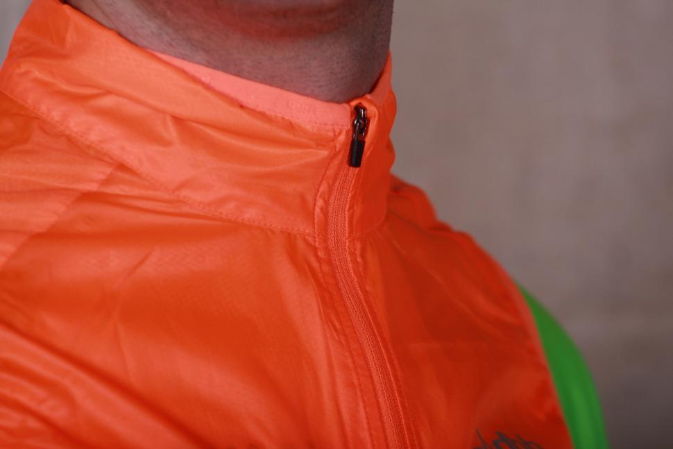 dhb Aeron Super Light Gilet - collar.jpg