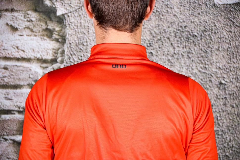 dhb Classic Long Sleeve Jersey - shoulders.jpg