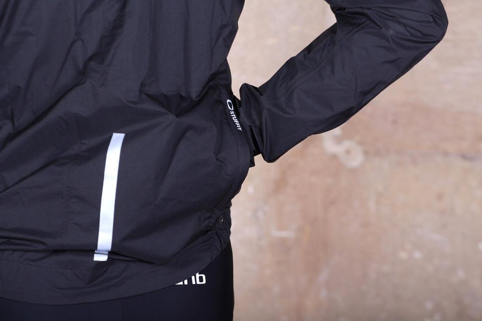 dhb Classic Rain Shell Jacket - pocket.jpg