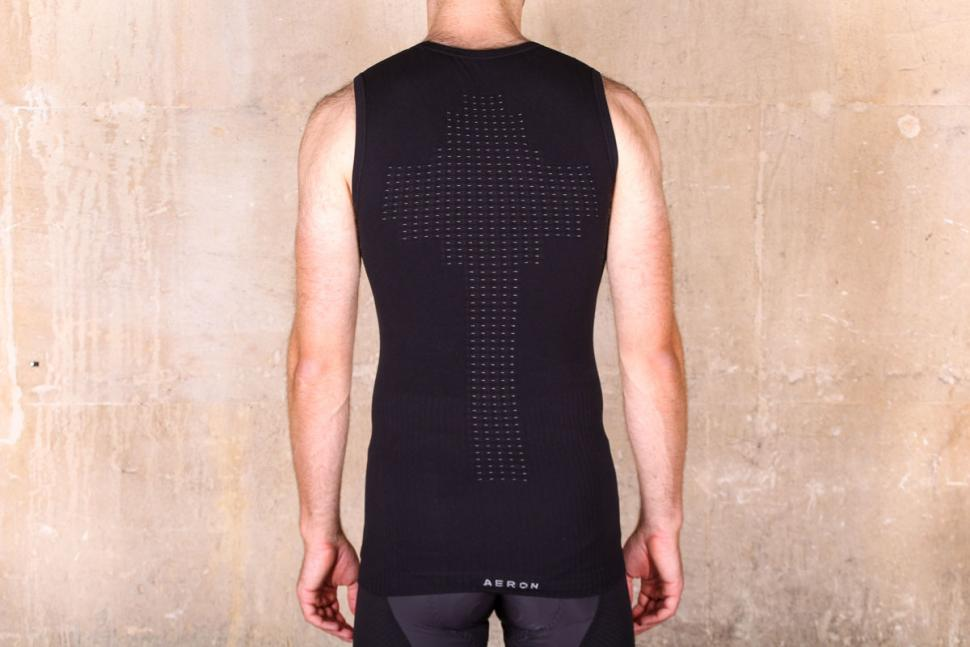 dhb_aeron_body_map_sleeveless_baselayer_-_back.jpg
