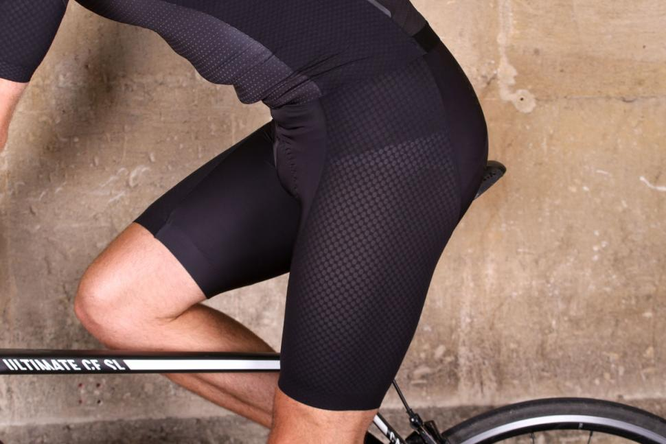 dhb_aeron_lab_raceline_bib_short_-_riding.jpg