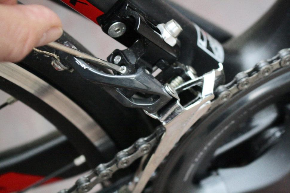 Dropping chain front mech H screw - 1.jpg