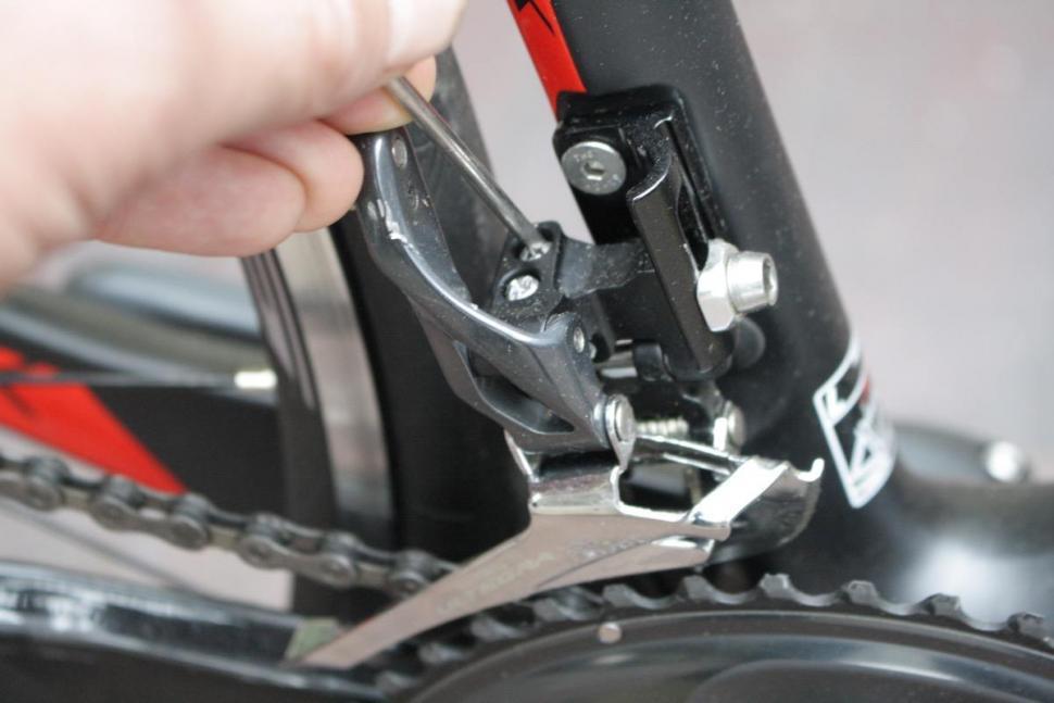 Dropping chain front mech L screw - 1.jpg