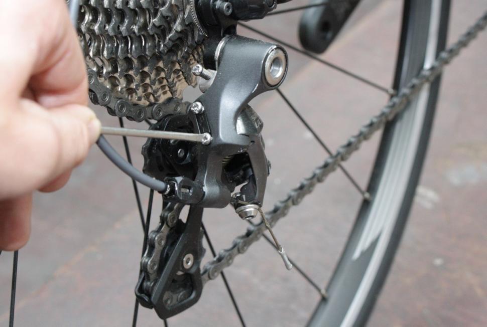 Dropping chain rear mech L screw - 1.jpg