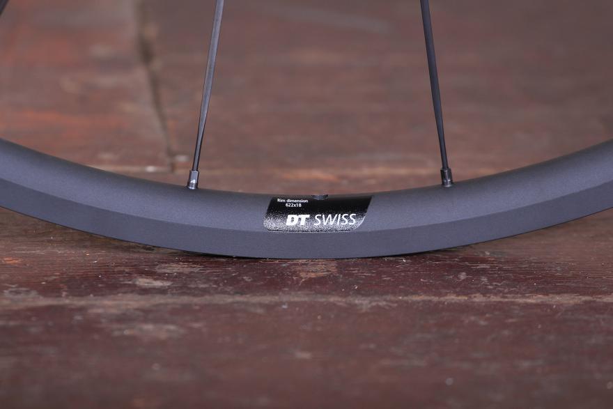 dt-swiss-pr-1400-dicut-oxic-performance-road-wheel-rim-detail-2.jpg