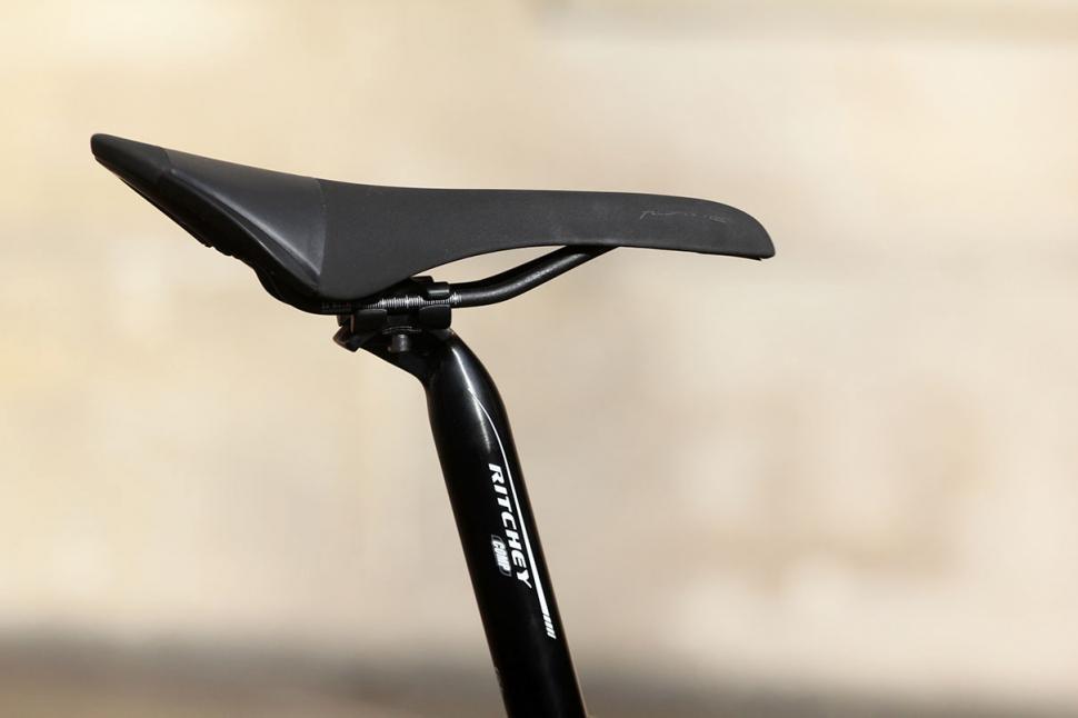 Eastway Zener - saddle and post.jpg