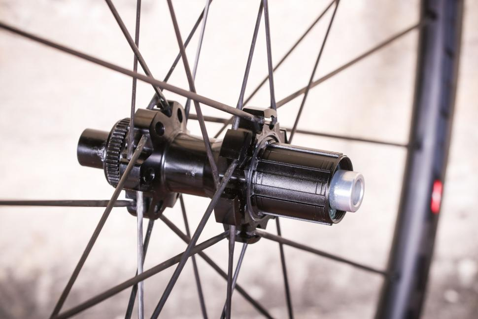Edco Brocon disc brake wheels - rear hub.jpg