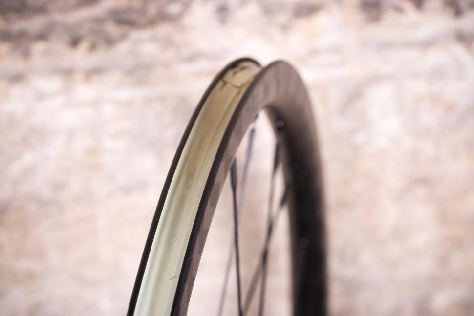 Edco Brocon disc brake wheels - rim bed.jpg