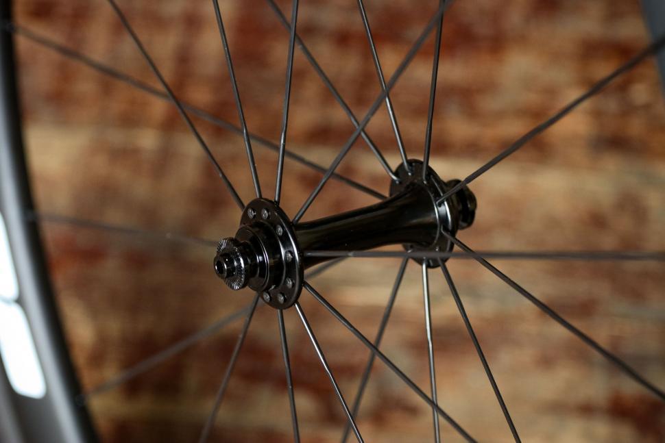 Edco Maloja wheelset - front hub.jpg