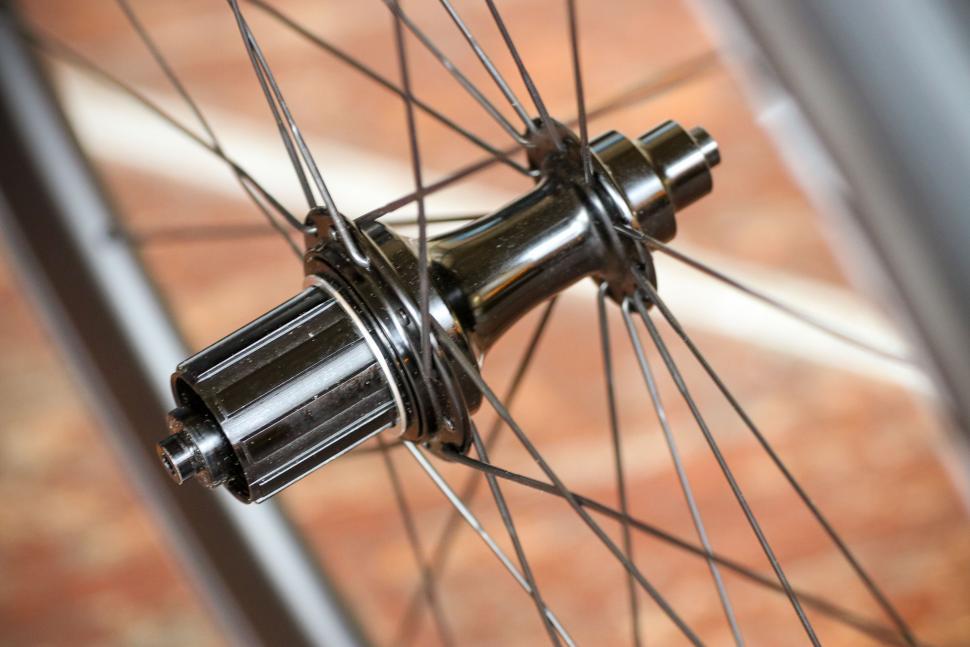 Edco Maloja wheelset - rear hub.jpg