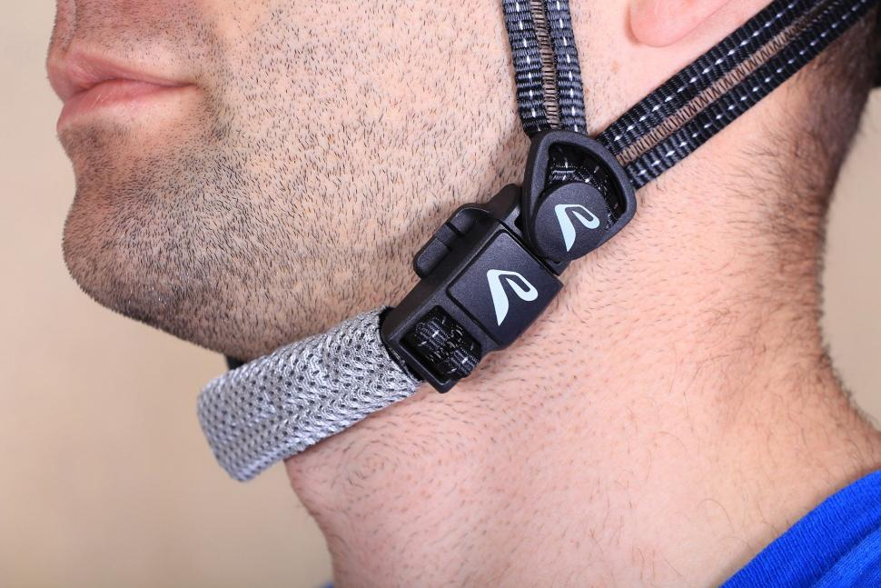 Ekoi Corsa Light - straps.jpg