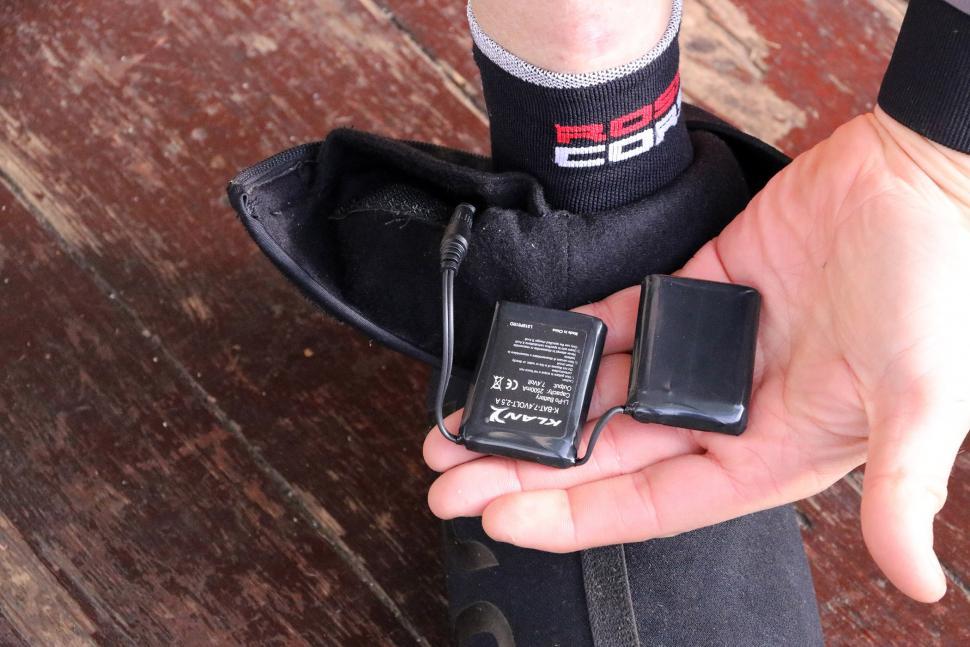 Ekoi Heat Concept Black Overshoes - batteries.jpg