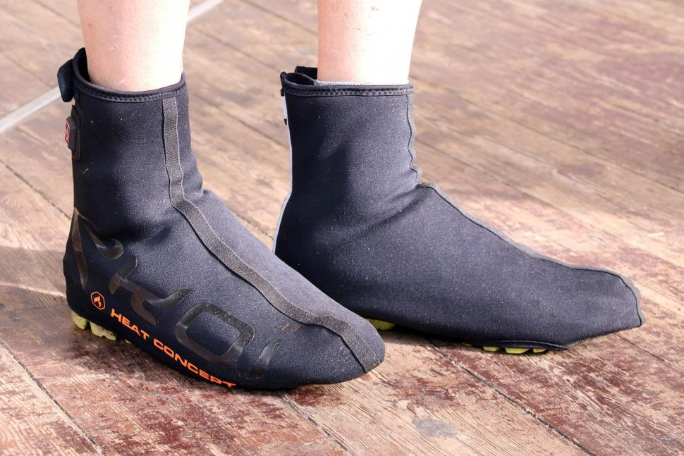 How To Keep Your Feet Warm While Cycling Through The