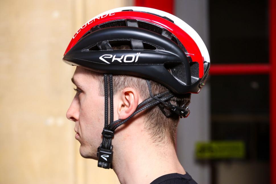 Ekoi Legende helmet - side.jpg