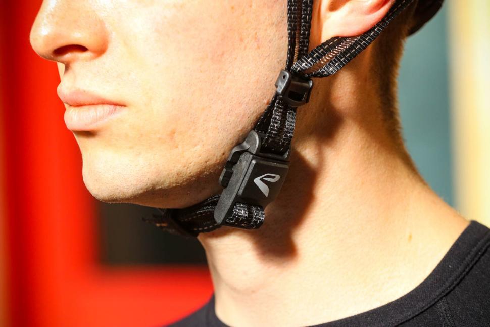 Ekoi Legende helmet - strap.jpg