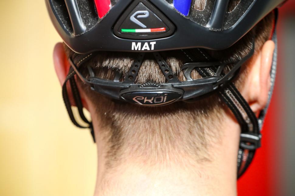 Ekoi Legende helmet - tension system.jpg