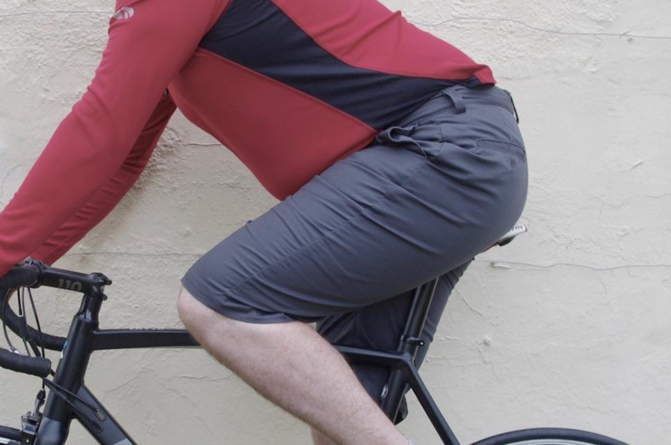 Endura Hummvee Chino on bike.jpg