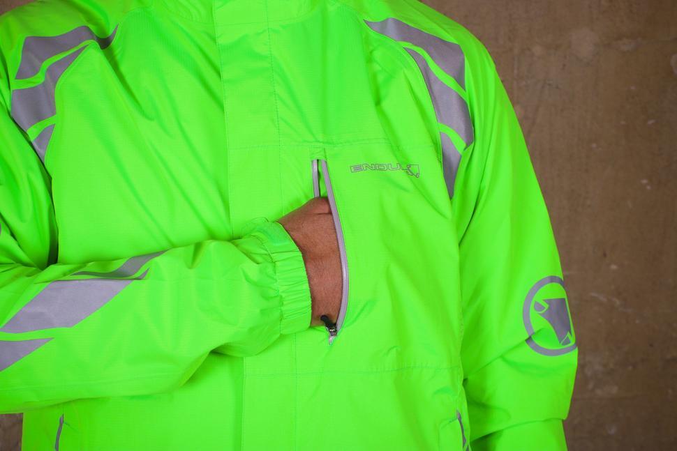 Endura Luminite DL Jacket - pocket 2.jpg
