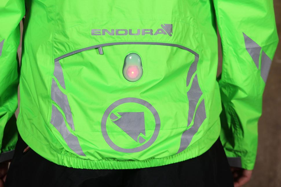 Endura Luminite II Jacket - back pocket.jpg