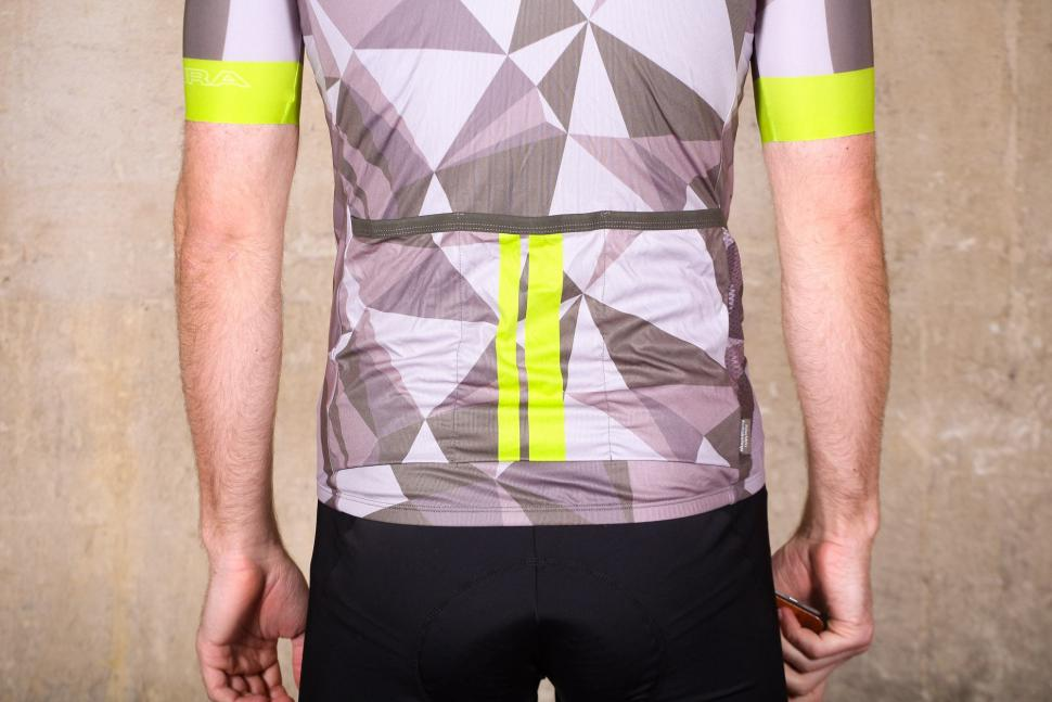 Endura M90 Graphic Short Sleeve LTD Jersey - pockets.jpg