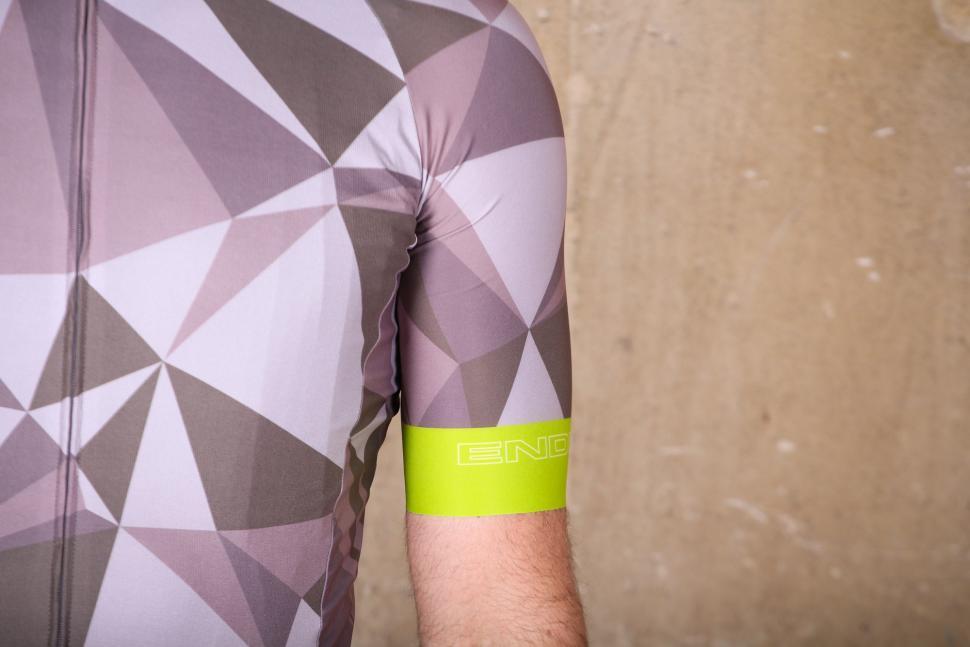 Endura M90 Graphic Short Sleeve LTD Jersey - sleeve.jpg