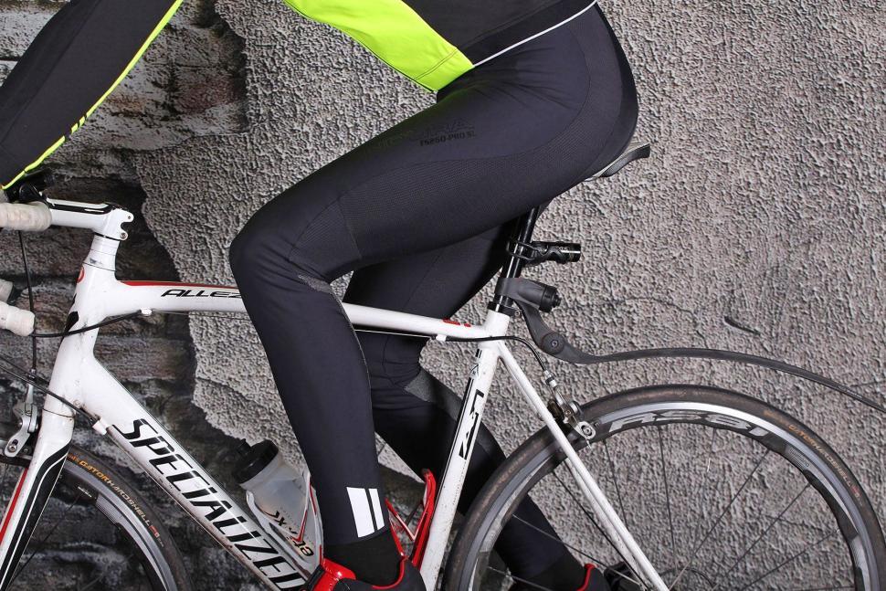 Endura Pro SL Biblong - riding.jpg