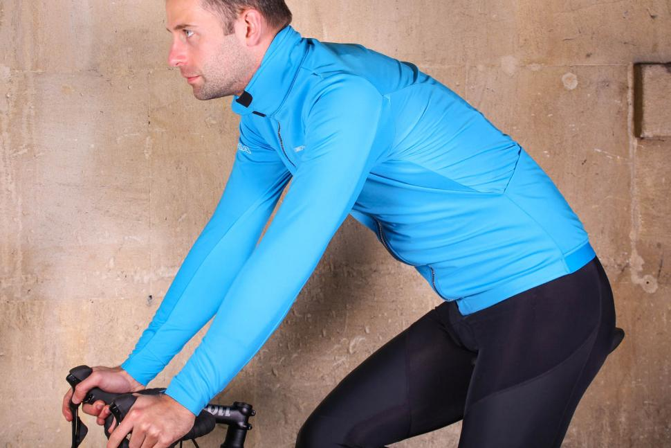 Endura Pro SL Thermal Windproof II - riding.jpg