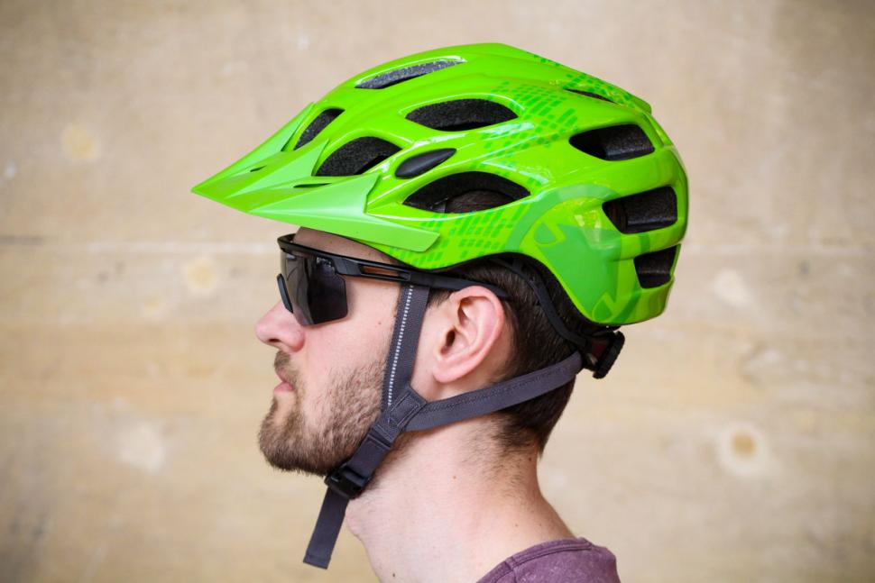 endura_hummvee_helmet_-_with_peak_side.jpg
