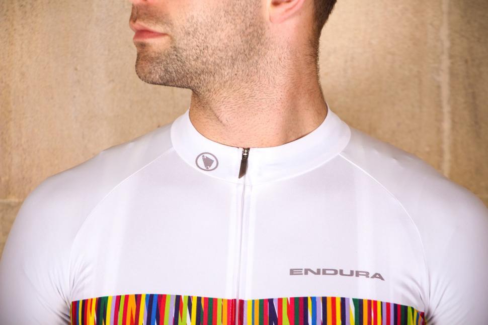 endura_pinstripe_ss_jersey_-_collar.jpg