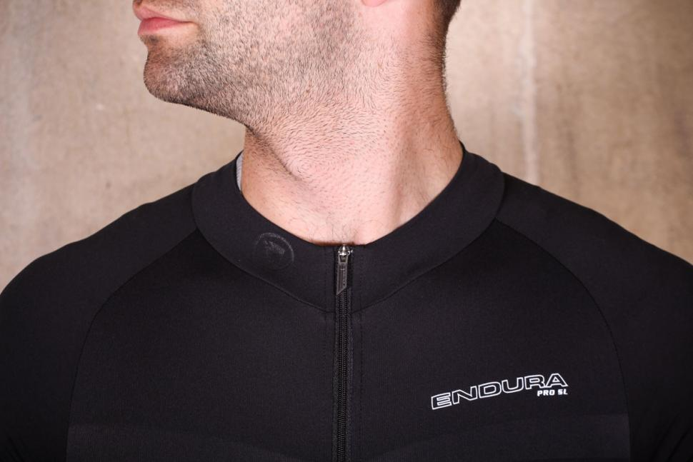 endura_pro_sl_roadsuit_mp_-_collar.jpg