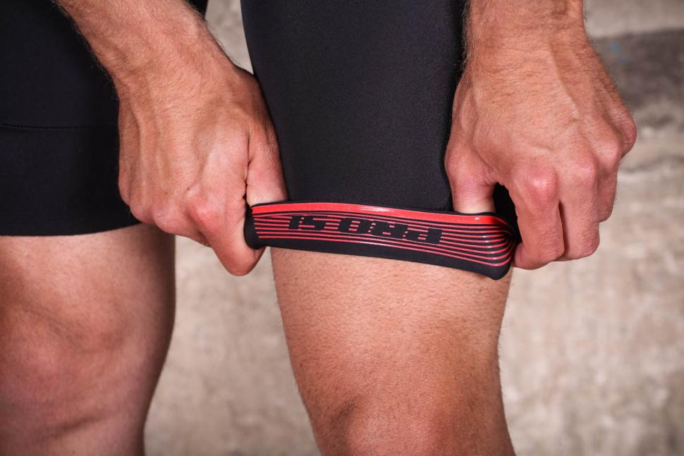 endura_pro_sl_roadsuit_mp_-_shorts_gripper.jpg