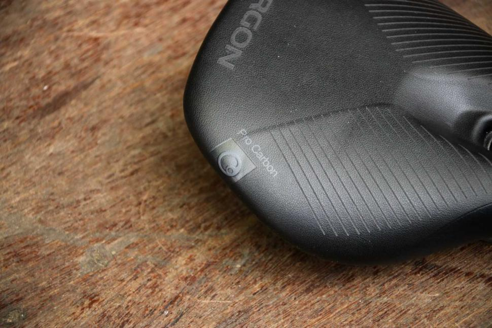 Ergon SR Pro Carbon Women saddle - detail.jpg