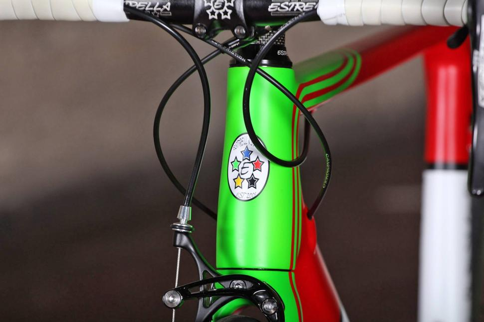 Estrella Camino Liso - head tube badge.jpg