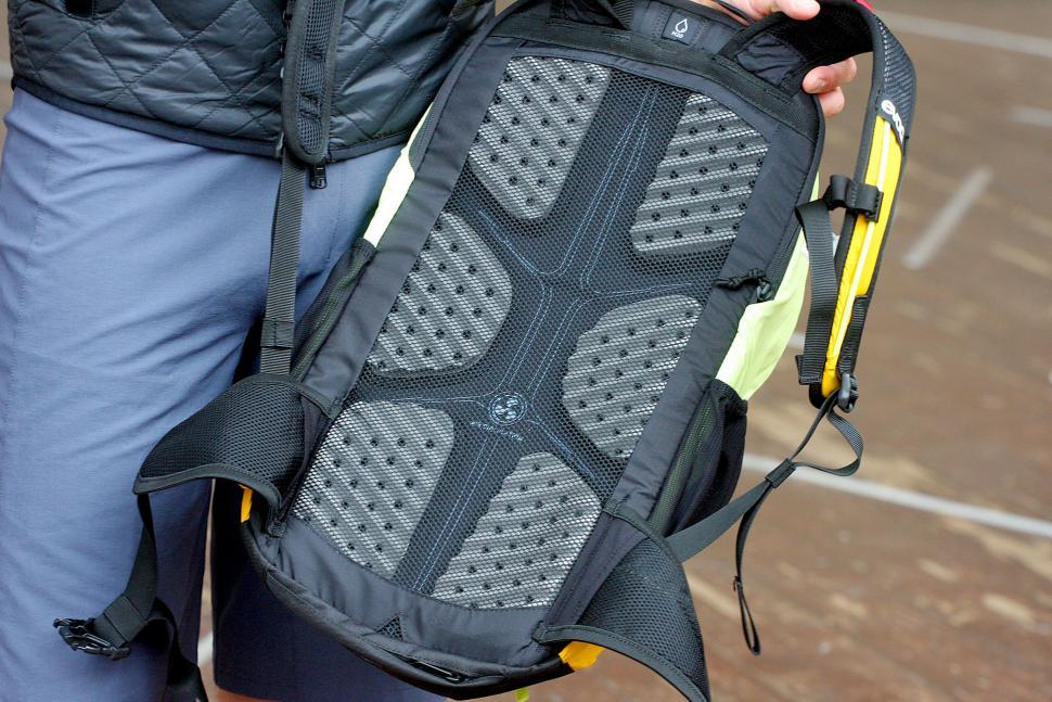 Evoc Glade Daypack 25L - back mesh.jpg