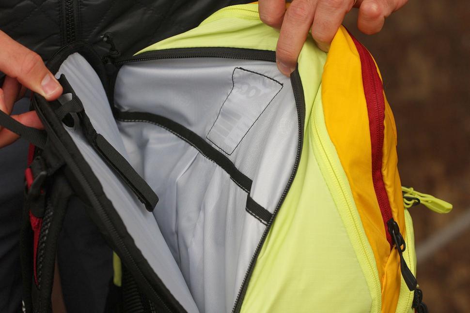 Evoc Glade Daypack 25L - bladder pouch.jpg