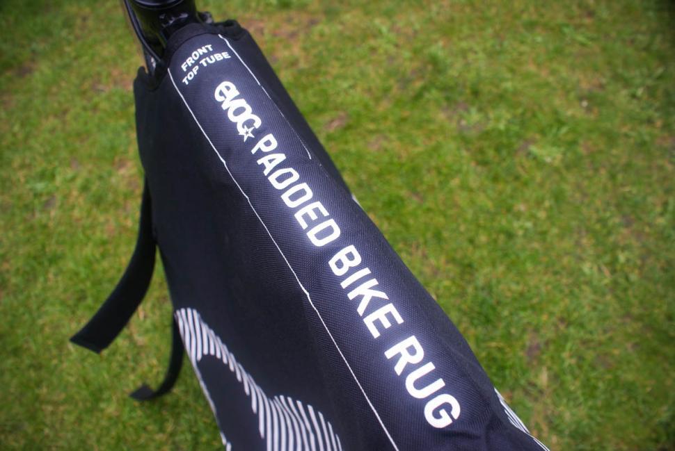 evoc_padded_bike_rug_-_detail_1.jpg