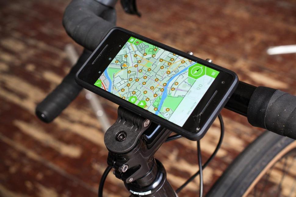 f3_cycling_phone_mount_-_phone_landscape.jpg
